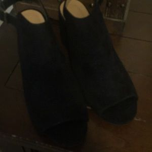 Black stacked heel shoe